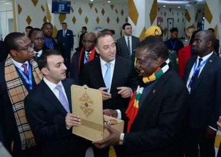 """Zimbabve prezidenti """"ASAN xidmət""""də"""