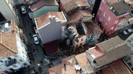 İstanbulda daha bir bina çökdü