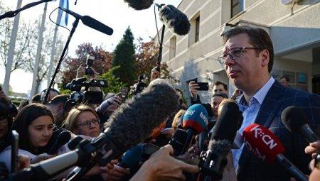 Serbiya prezidenti fit və söyüşlərdən başını götürüb qaçdı