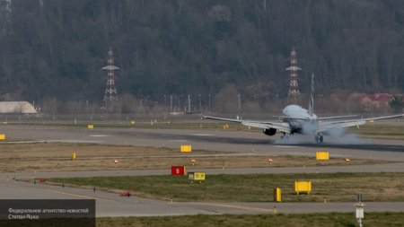 """Moskvadan uçan """"Boeing"""" Soçidə məcburi eniş etdi"""