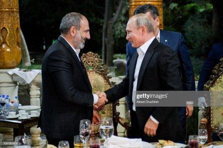 """Paşinyan Putinlə telefon danışığına """"əl gəzdirdi""""..."""