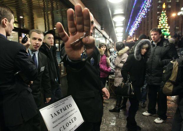 Moskvada ticarət mərkəzində kütləvi təxliyyə
